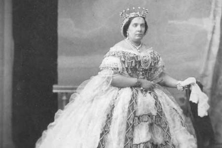 Isabel II de España, biografía de una reina